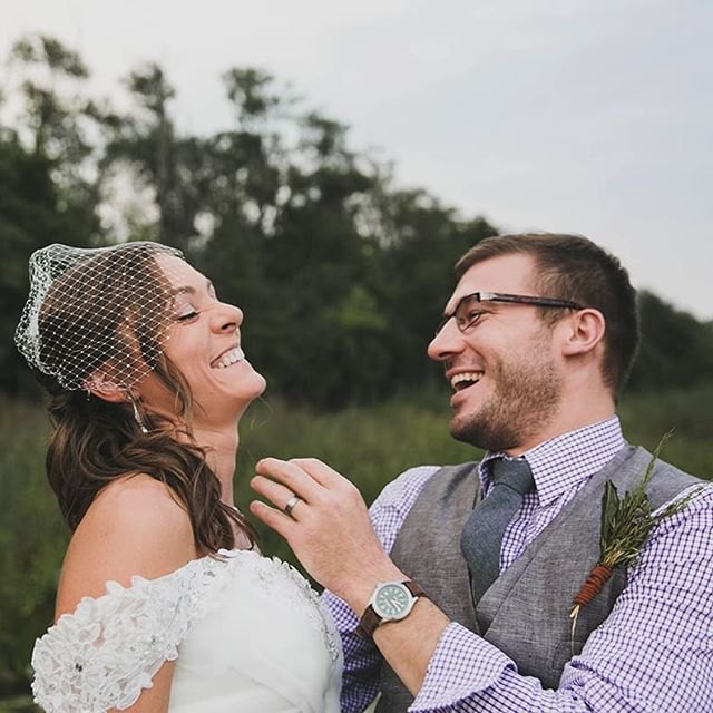 These two giggling cuties are on the blog! Check it out to see an adorable doggie ring bearer and amazing arch built by the groom himself! 😍🎉 It also happens to be their anniversary weekend! HAPPY ANNIVERSARY CUTIE CUTE CUTES!! . https://www.colleenschmidtphotography.com/cspblog/kristenandsteve . Or check the link in my bio!