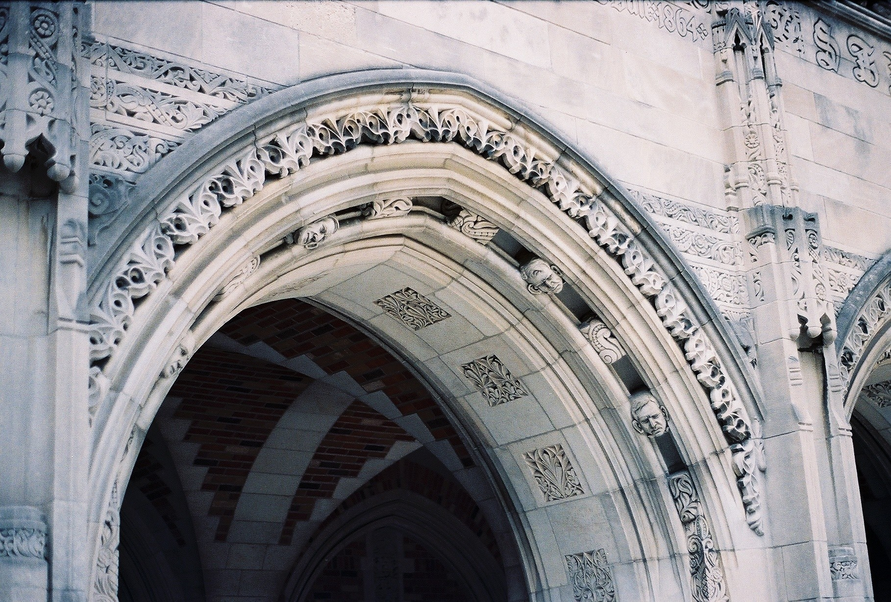 yale_stone_arch.jpg