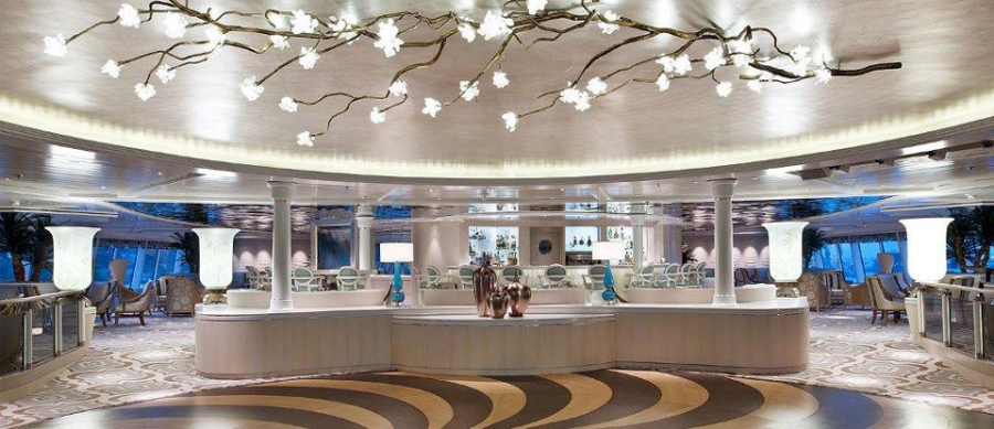 The Palm Court on board Crystal Symphony blends Hollywood yesteryear and ultra-contemporary flair. // © crystal cruise lines