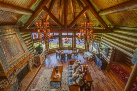 Great room within the Washington Compound, Pend Orielle WA // © toptenrealestatedeals.com