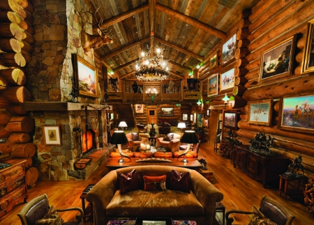 The great hall is intimately expansive. // © toptenrealestatedeals.com