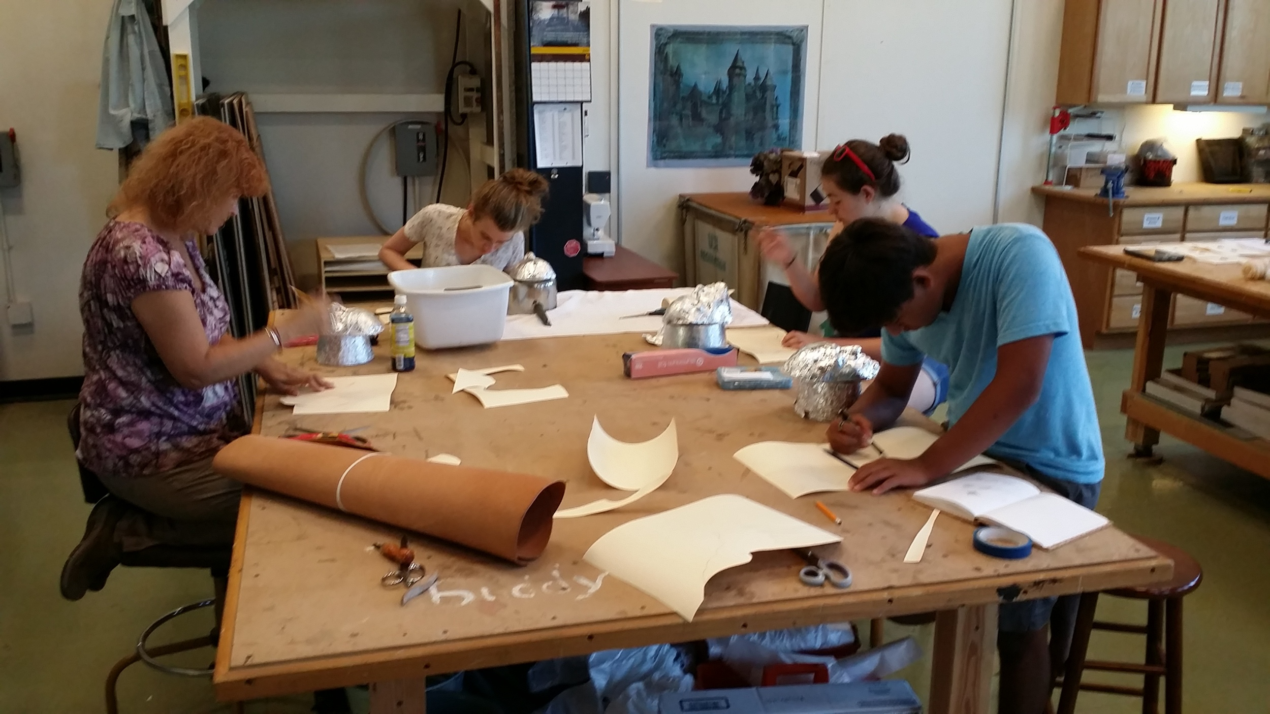 ( left to right )Pam, Eleanor, Maddie, and Bryce make their patterns out of tack board.