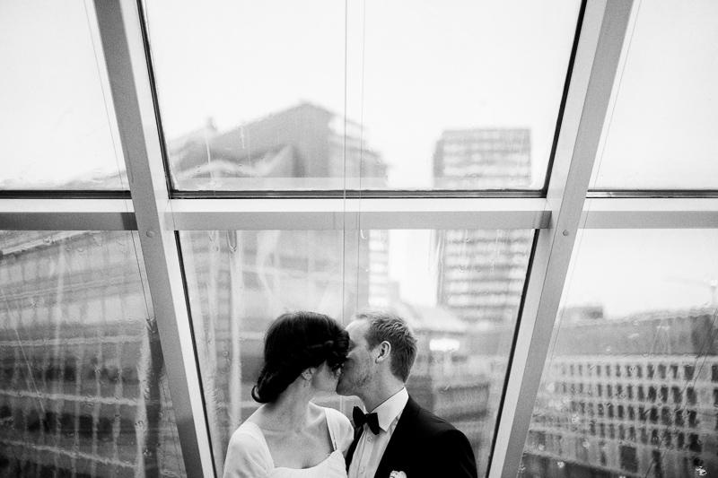 bryllupsfotograf-oslo-destination wedding photographer-morgan sikkerboel-stereosaint-leica-monochrom-street photography-2.jpg