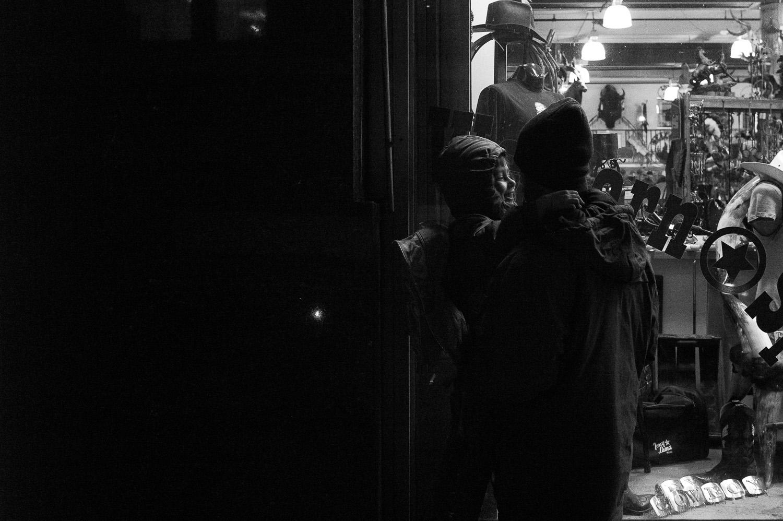 bryllupsfotograf-oslo-destination wedding photographer-morgan sikkerboel-stereosaint-leica-monochrom-street photography-27.jpg