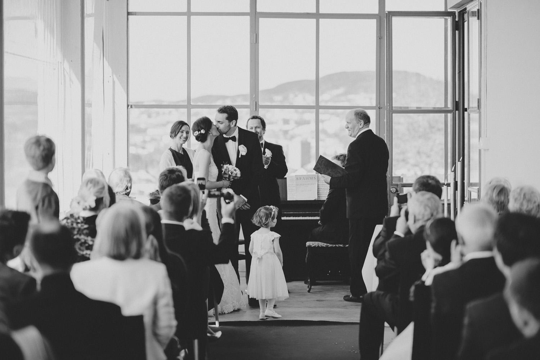 bryllupsfotograf-oslo-destination wedding photographer-morgan sikkerboel-stereosaint-leica-monochrom-street photography-58.jpg