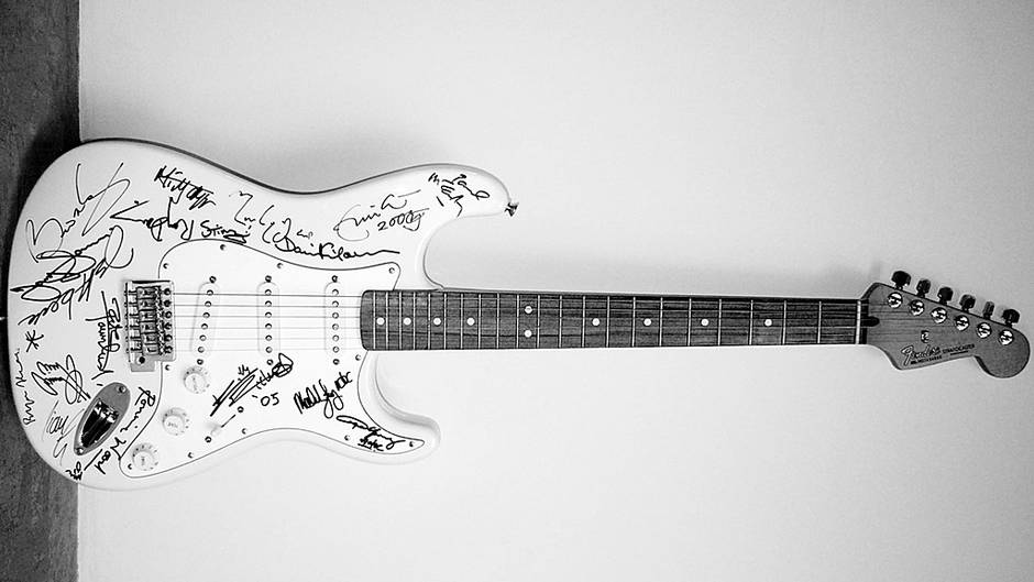 Fender-Stratocaster-Reach-Out-to-Asia.jpeg