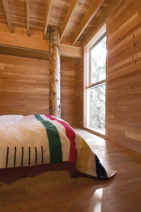 dezeen_Alpine-Cabin-by-Scott-and-Scott-Architects-5.jpg