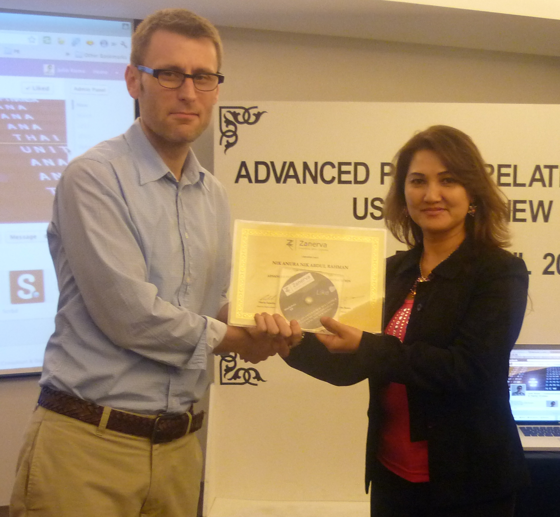 Nik Anura Nik Abdul Rahman, Assistant Manager for Corporate Communications of Utusan Melayu Bhd  receiving her certificate of workshop participation from Julio Romo (Zanerva Partner Consultant) for attending the Advanced Public Relations & Communication Strategies Using the New Media in Kuala Lumpur