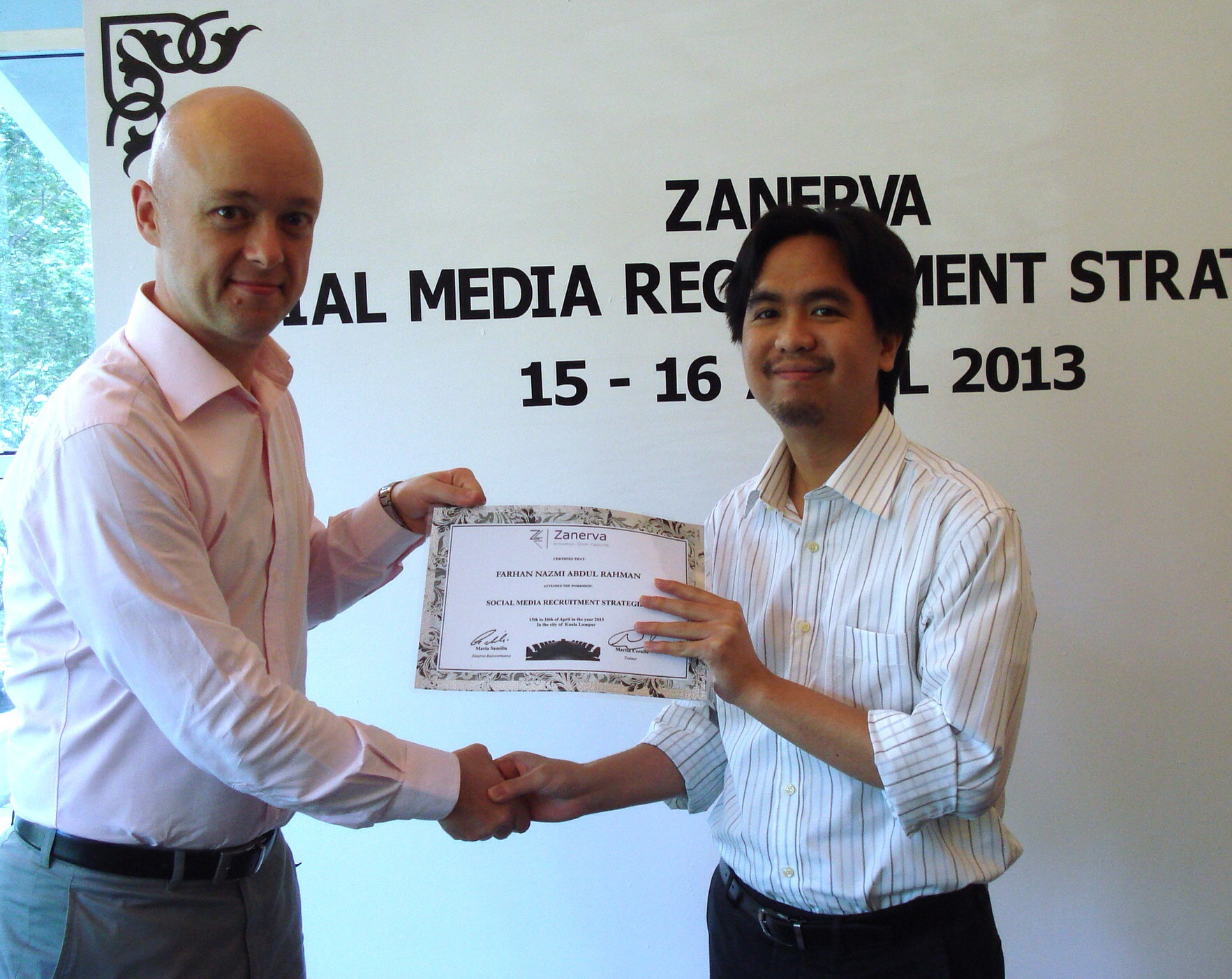Farhan Nazmi Abdul Rahman, HR Executive at Northport Malaysia Bhd r eceiving his certificate of participation for attending the Social Media Recruitment Strategies Workshop