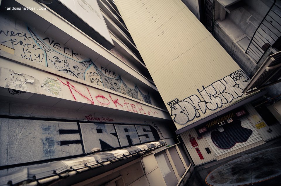 Nice to know Japan is not spared from graffiti artists too :)