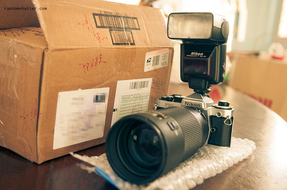 And since I had a Nikon SB-24 Speedlite lying around. I had to pop it on. For retro's sake :)