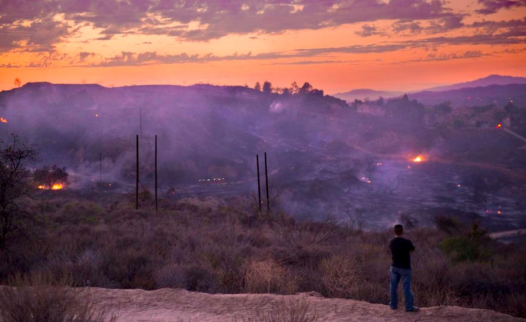 A photo of the fire last night in the Fullerton/La Habra region - photo credit: Matt Masin, Staff Photographer for the OC Register