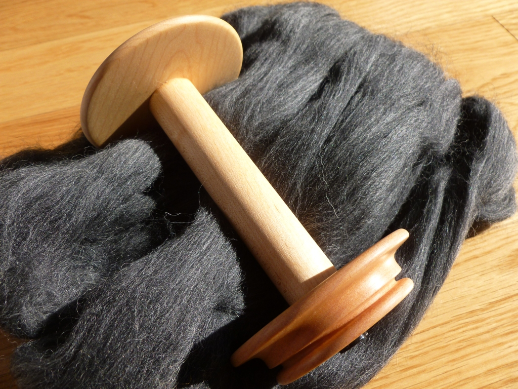 empty-bobbin-with-wool.jpg