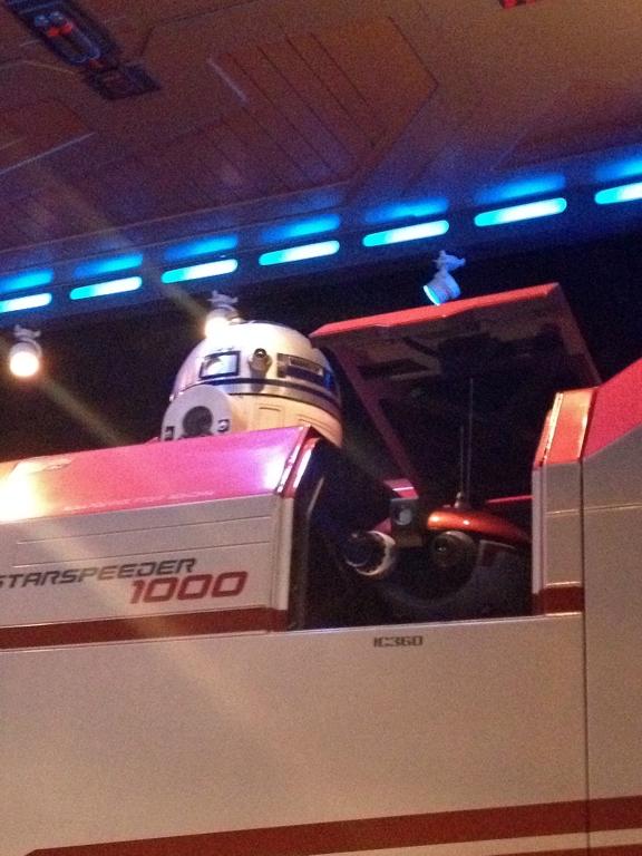 Star-Tours-R2-D2.jpg