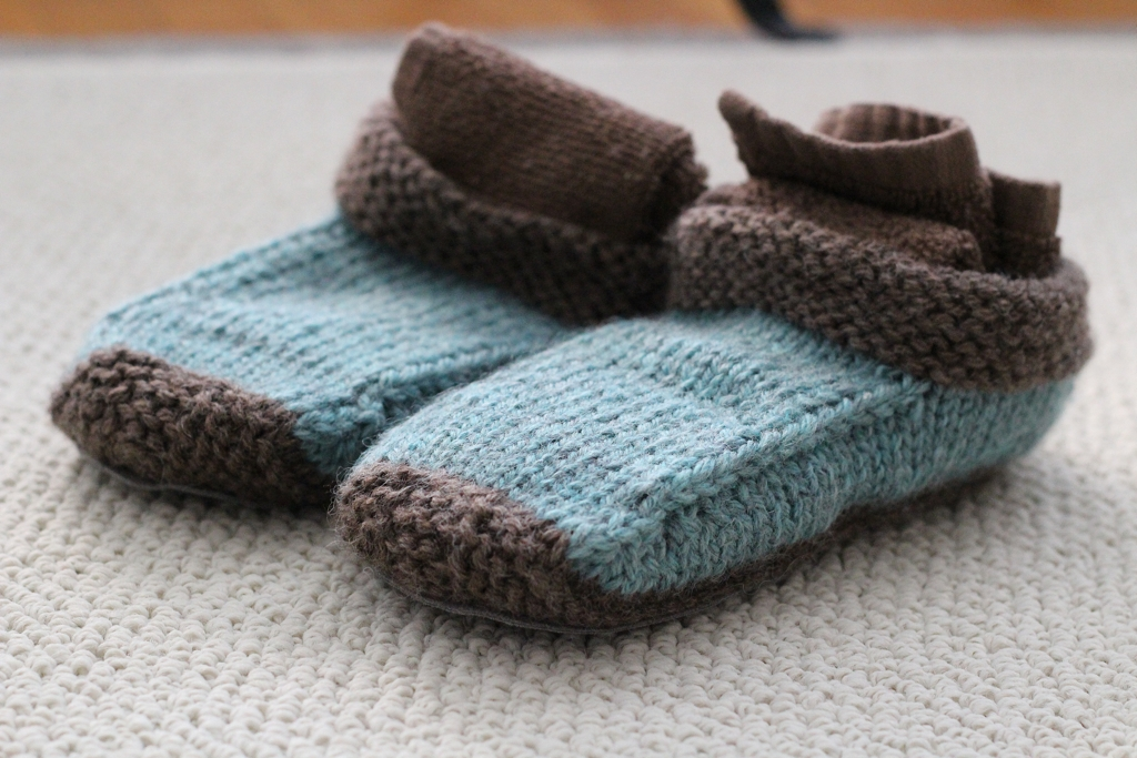 Who knew slippers were so quick and fun to make? I made this pair as a Christmas gift, and now I want to make a pair for me.| FO: Non-Felted Slippers and Practical Washcloths - withwool.com