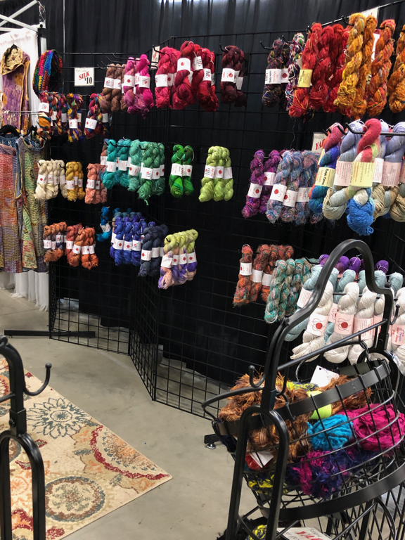 Learn how to shop at a fiber festival, and follow along with me for the day at Estes Park Wool Market 2019. | withwool.com  #fiberfestival #epwoolmarket #spinning #knitting #estespark