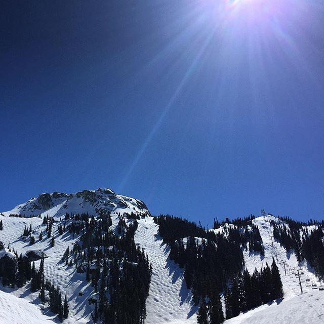 Beatiful blue sky day #whistlerblackcomb