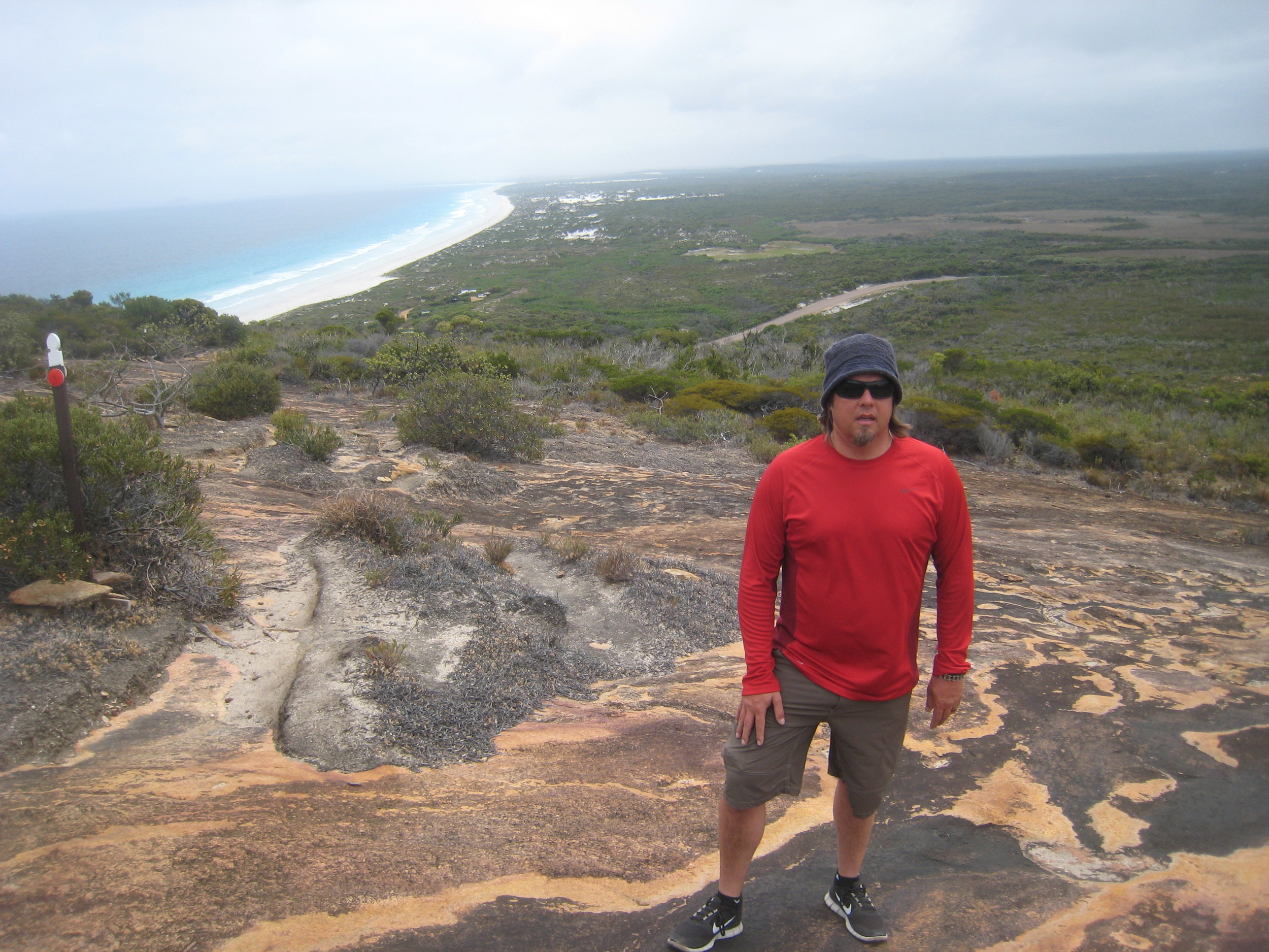Hiking over to Lucky Bay, Cape Le Grand
