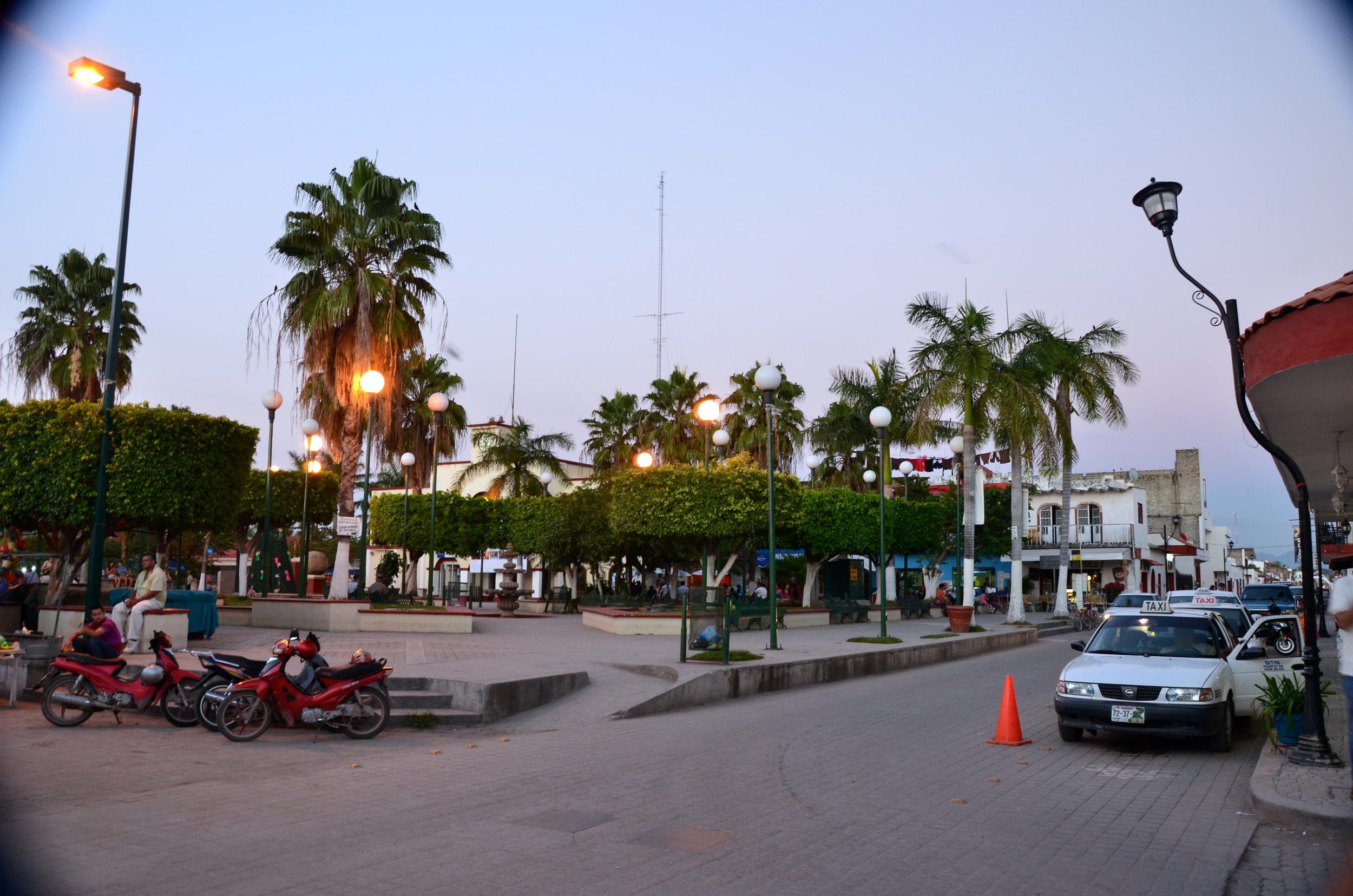 pueblo cuadrado, Town square
