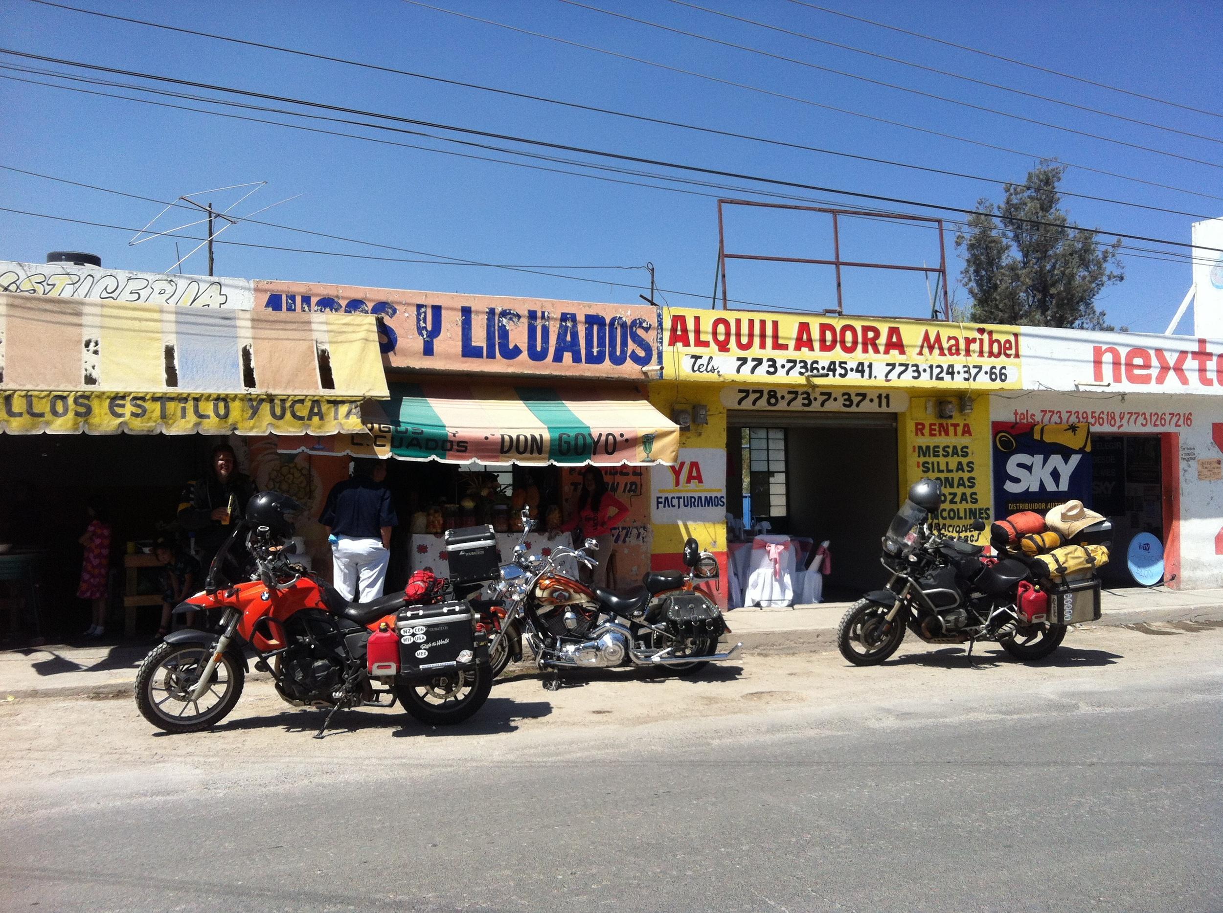 At Jugos Y Licuados