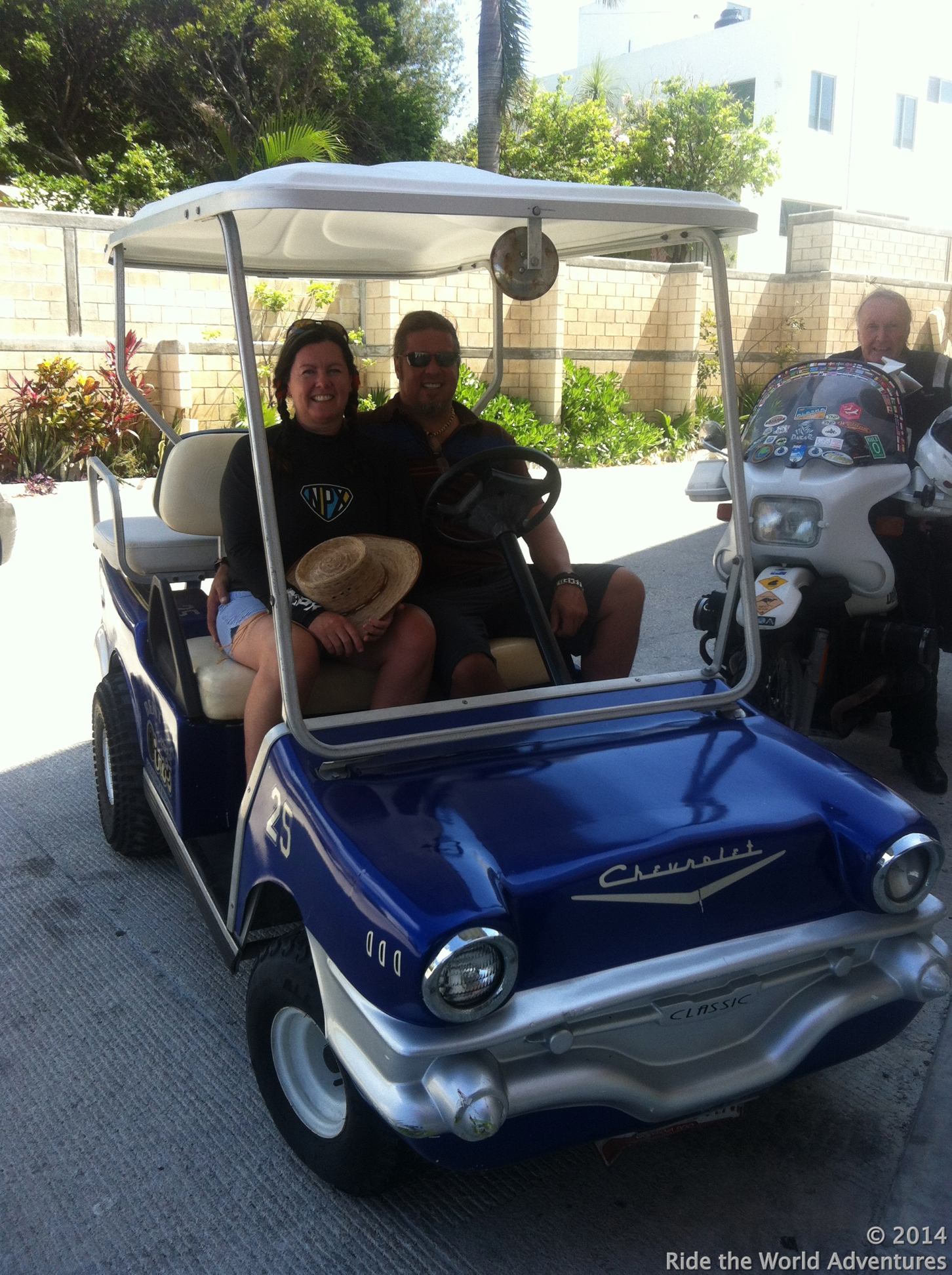 We rented another golf cart….Look who we found!…..Ken , where is Carol?