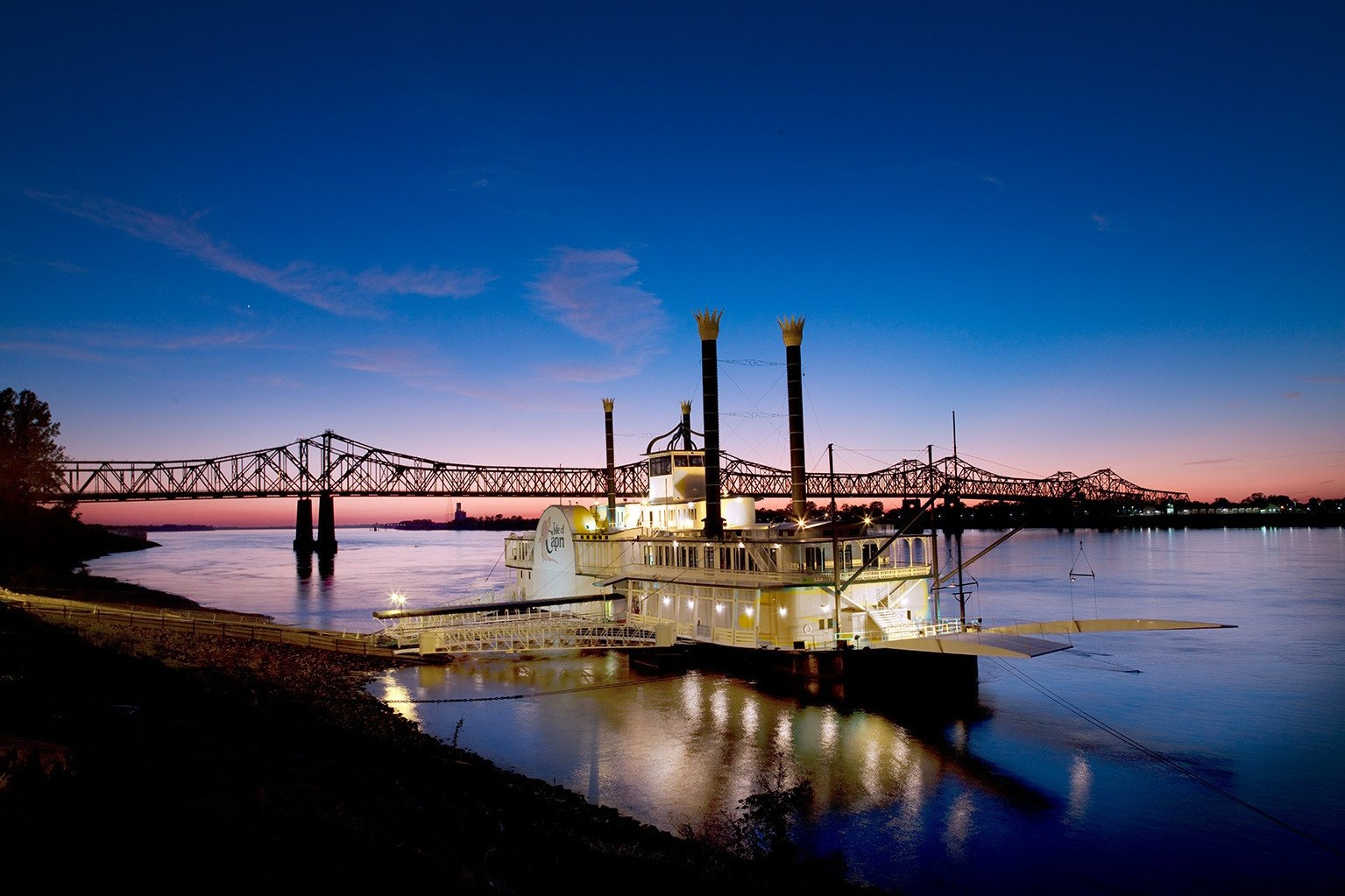 Casino-Boat-on-the-Mississippi-River-Natchez-Mississippi.jpg