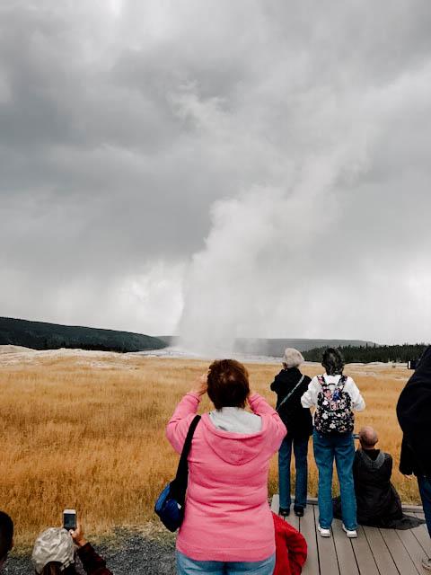 Wyoming_Yellowstone_AdultTour_2017_LakeWales_OldFaithful_04.jpg