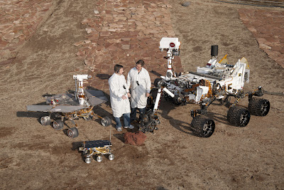 PIA15279_3rovers-stand_D2011_1215_D521_br2.jpg