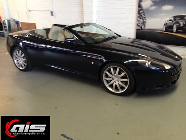The stun ning Aston Martin DB9 Volante