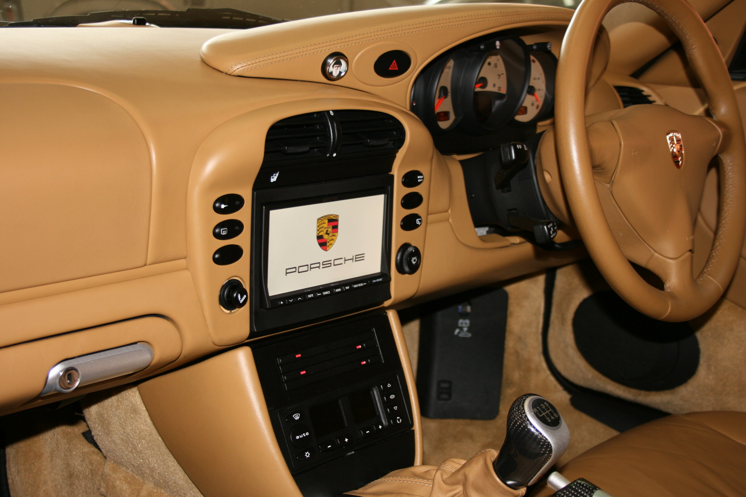 A double-DIN radio fitted nicely into a 996