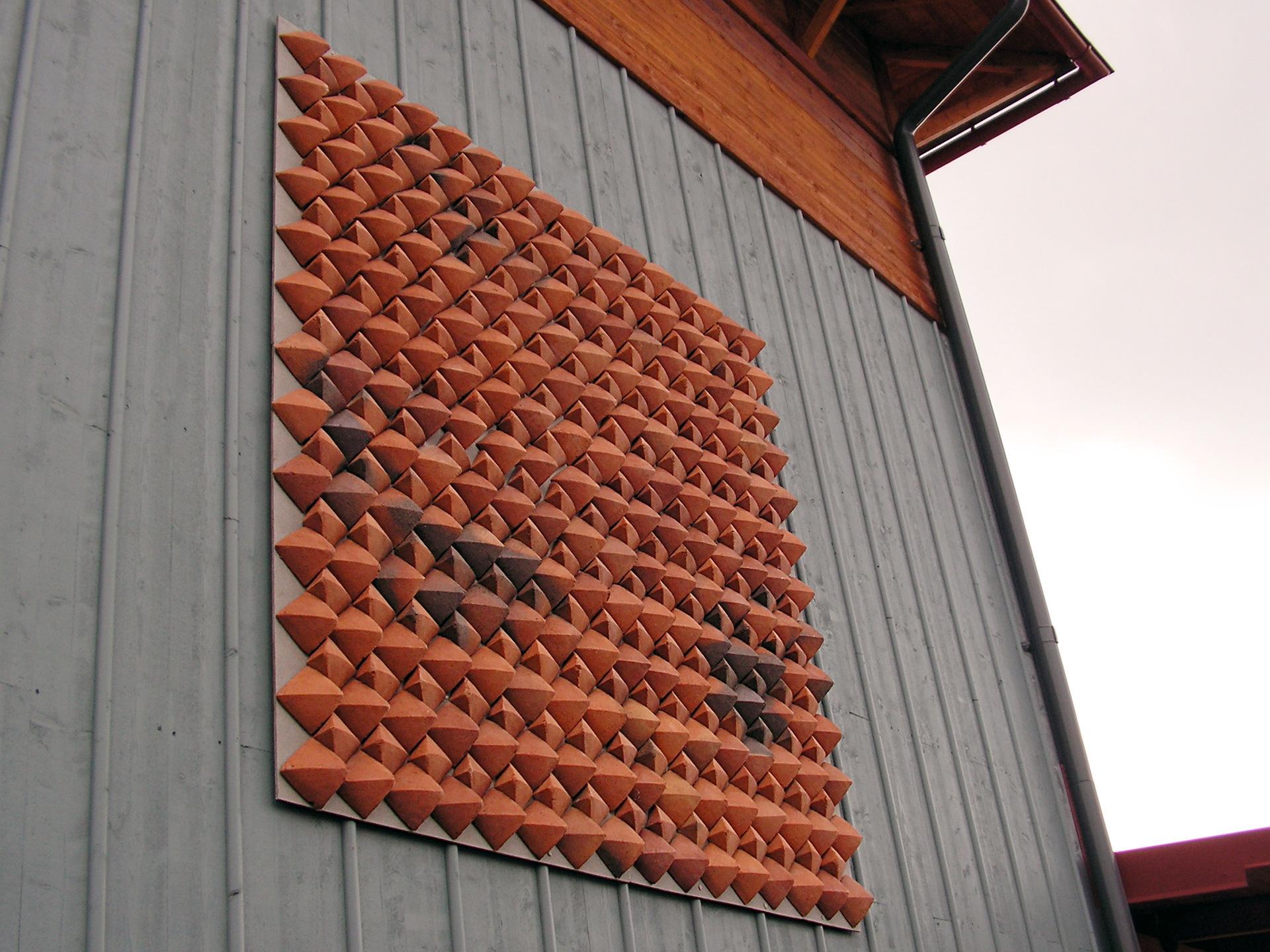 kakelkonst-slavsta-Jord-tegelreliefer.jpg