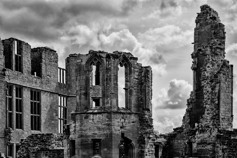 Kenilworth Ruins - Black and White