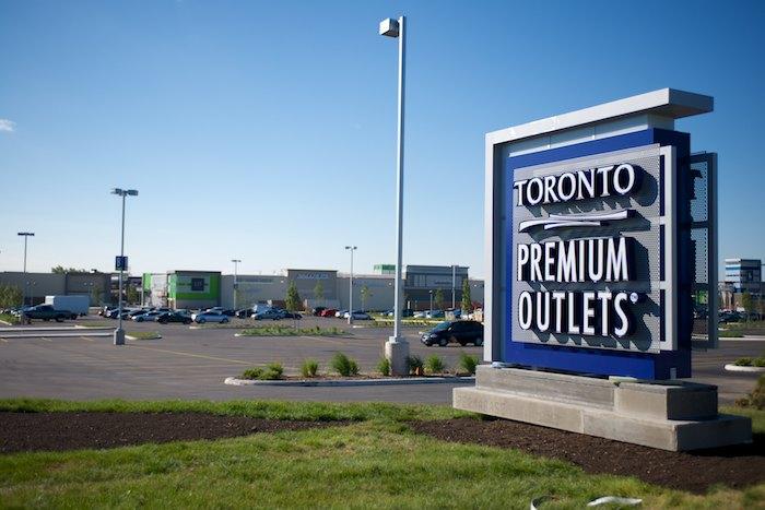 TorontoPremiumOutletsSign.jpg