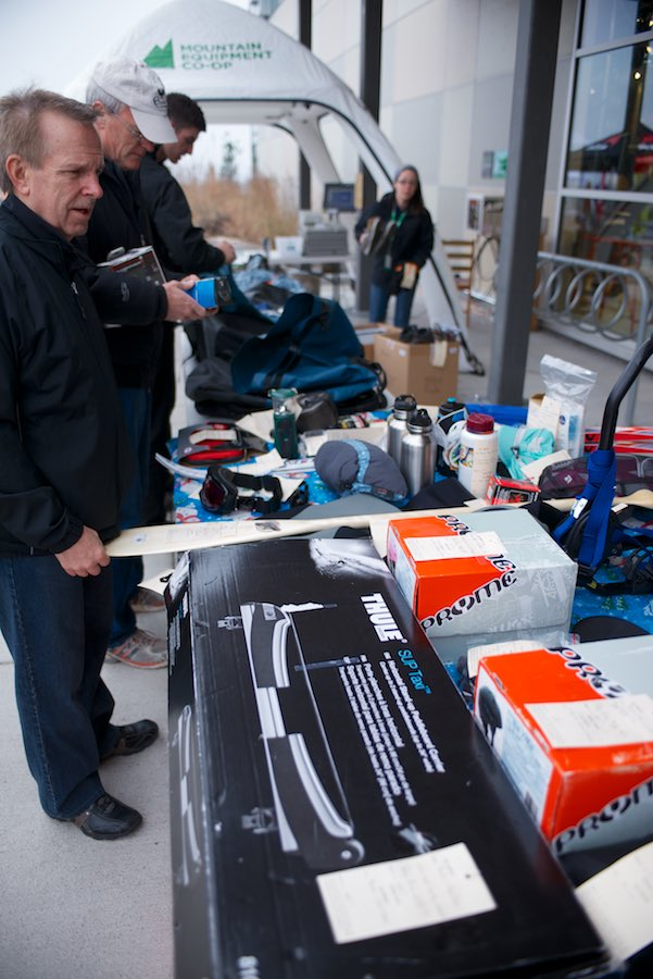 Buy and Sell gear at the Snowswap