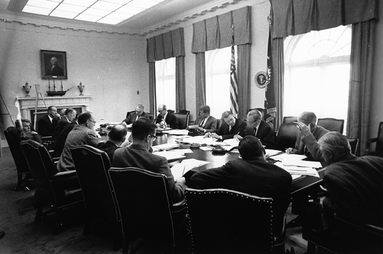 EXCOMM_meeting,_Cuban_Missile_Crisis,_29_October_1962.jpg