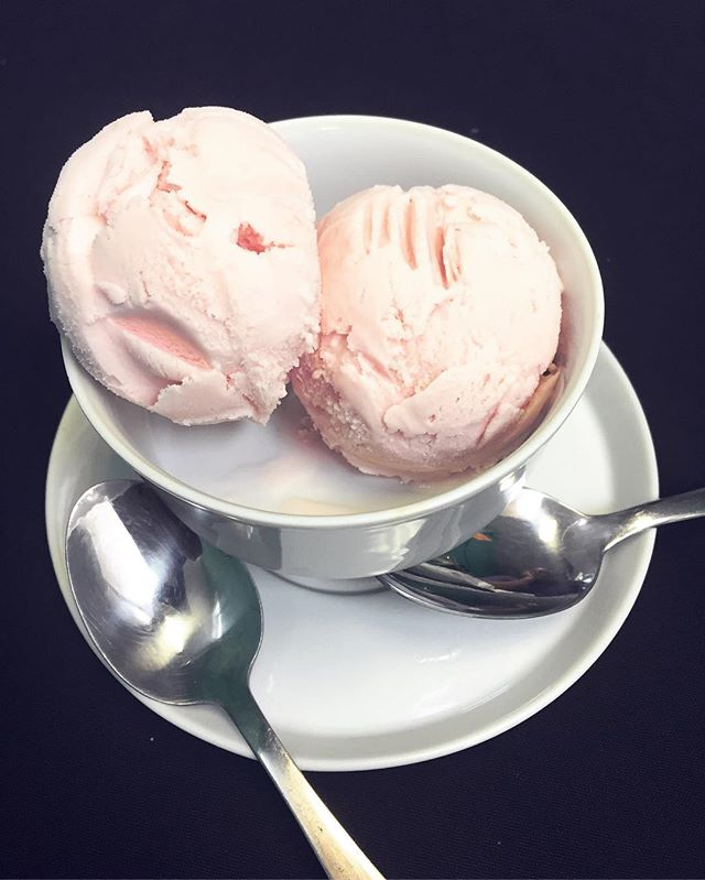 Organic HOME MADE Strawberry ice cream from Cafe Roux. I don't feel so bad about treating myself knowing all the ingredients are not only fresh but completely organic.