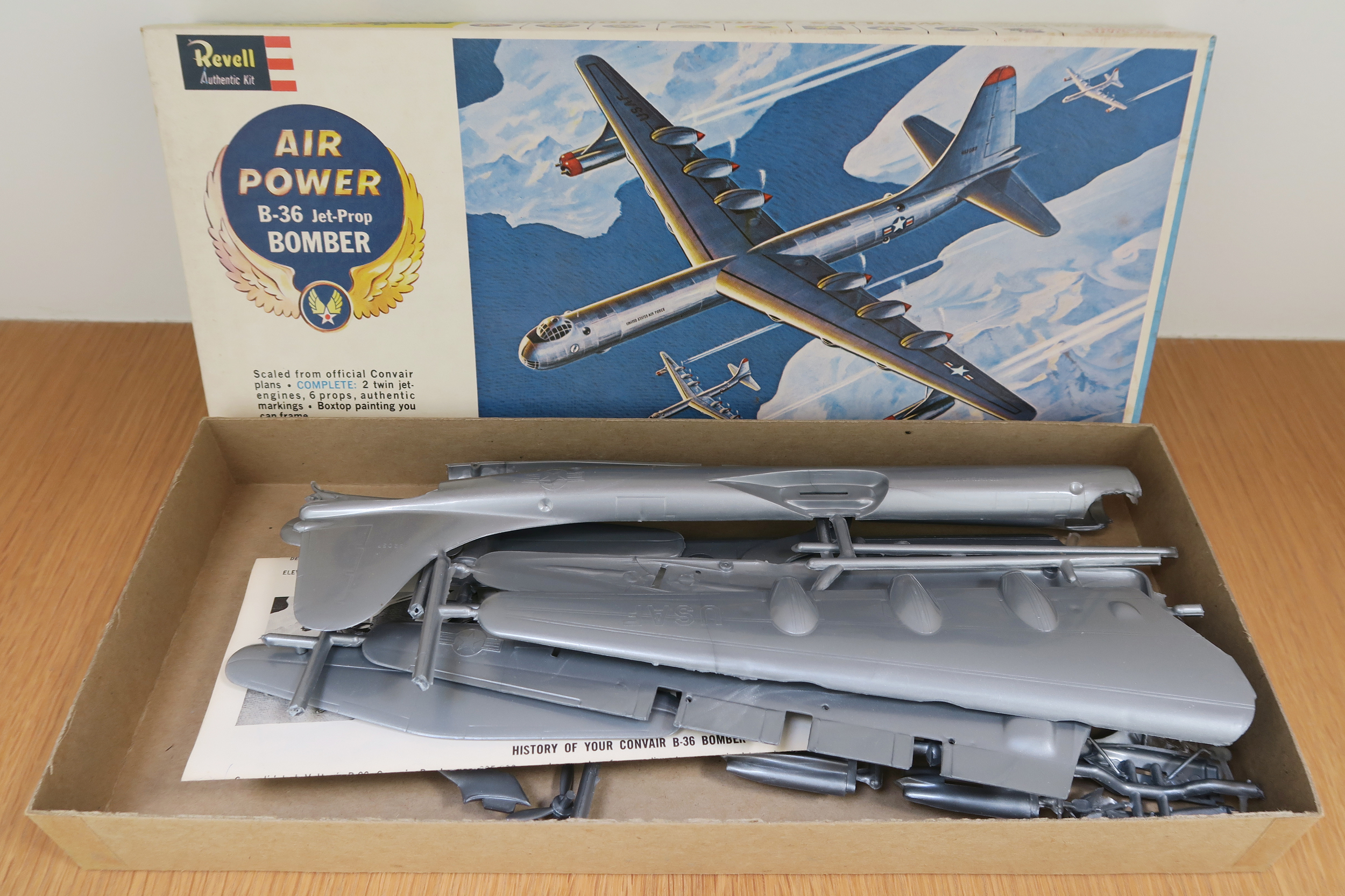 Revell - Air Power B-36 Jet-Prop Bomber  Scale: 1:184 USA - 1961