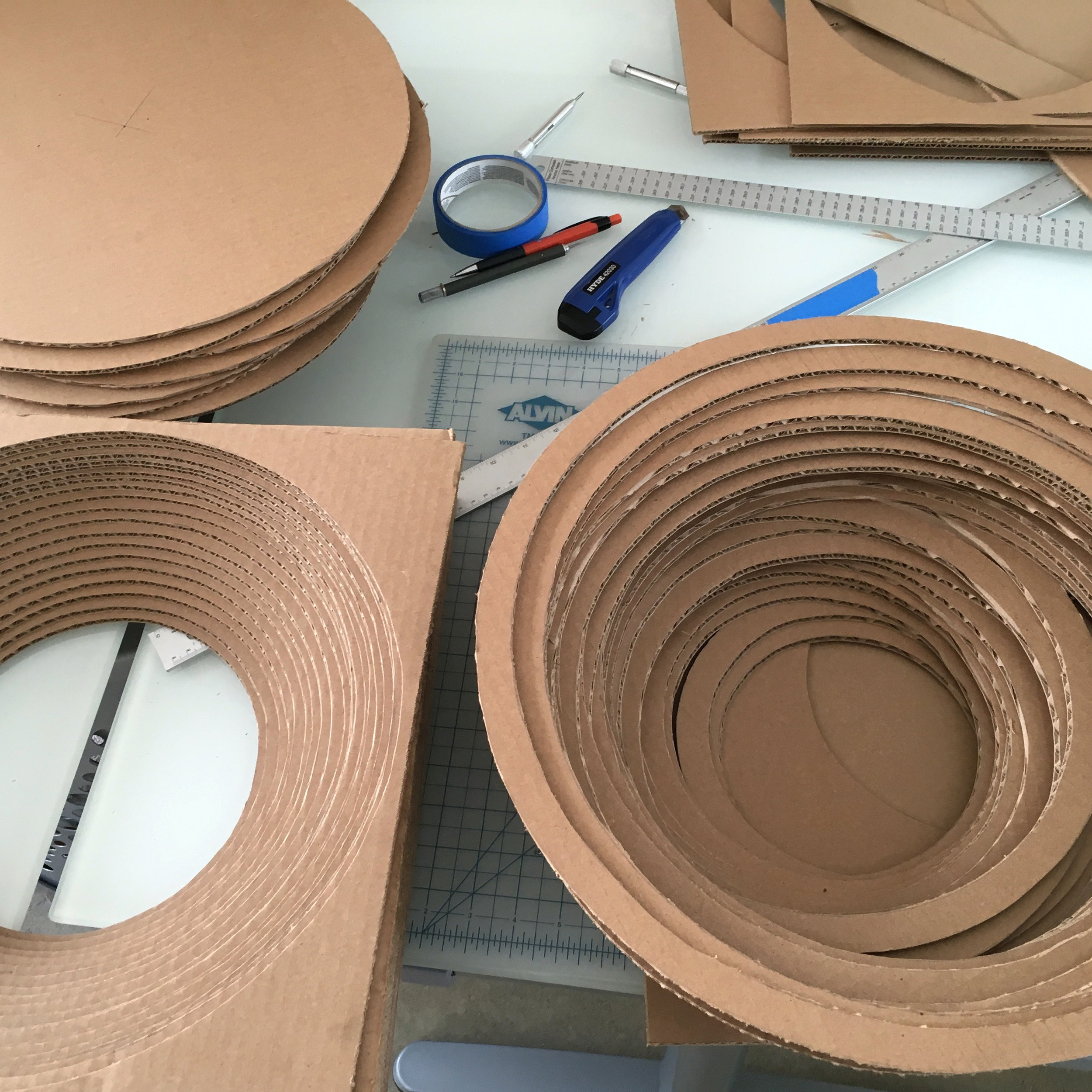 Cutting out the circles and make rings for the 2nd scratcher bed.