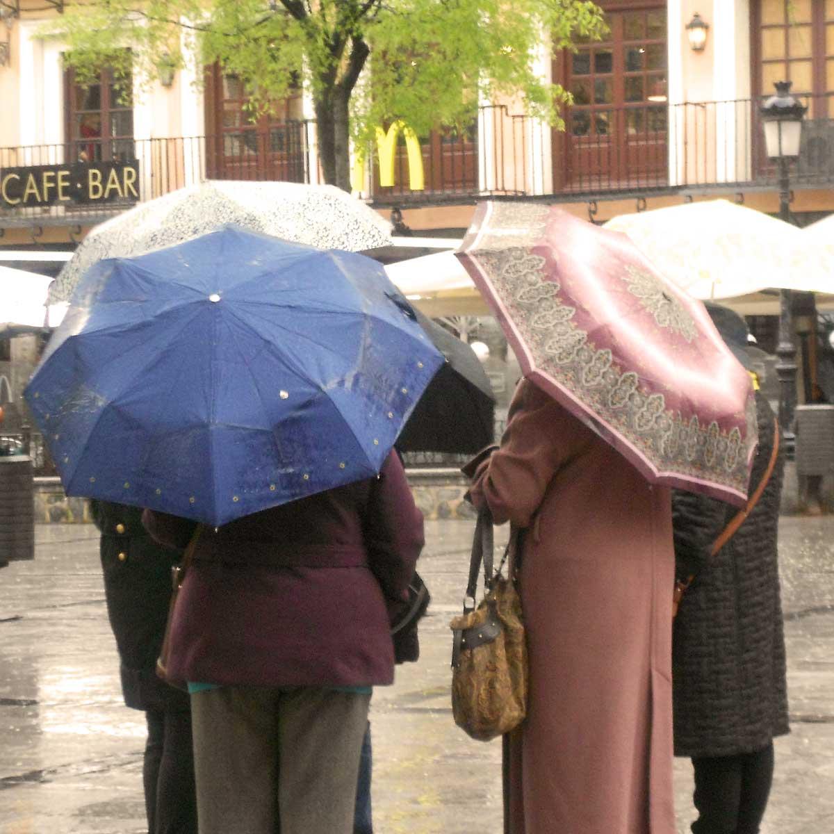 Umbrella gathering, Paula Kovarik