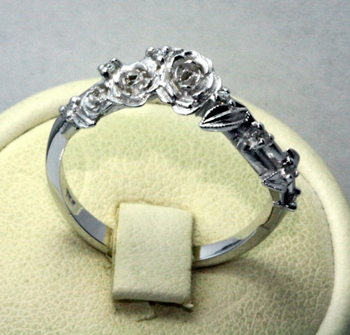 Rose_Fitted_wedding_ring_18ct_white_gold_5.jpg