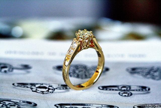 Diamond_8claw_Engagement_ring_3.jpg