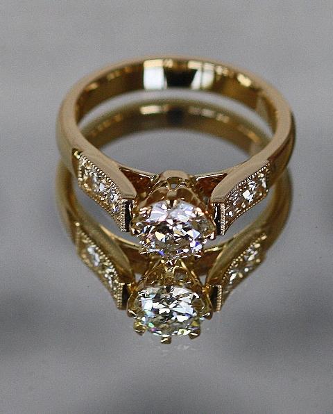 Diamond_8claw_Engagement_ring_2.jpg