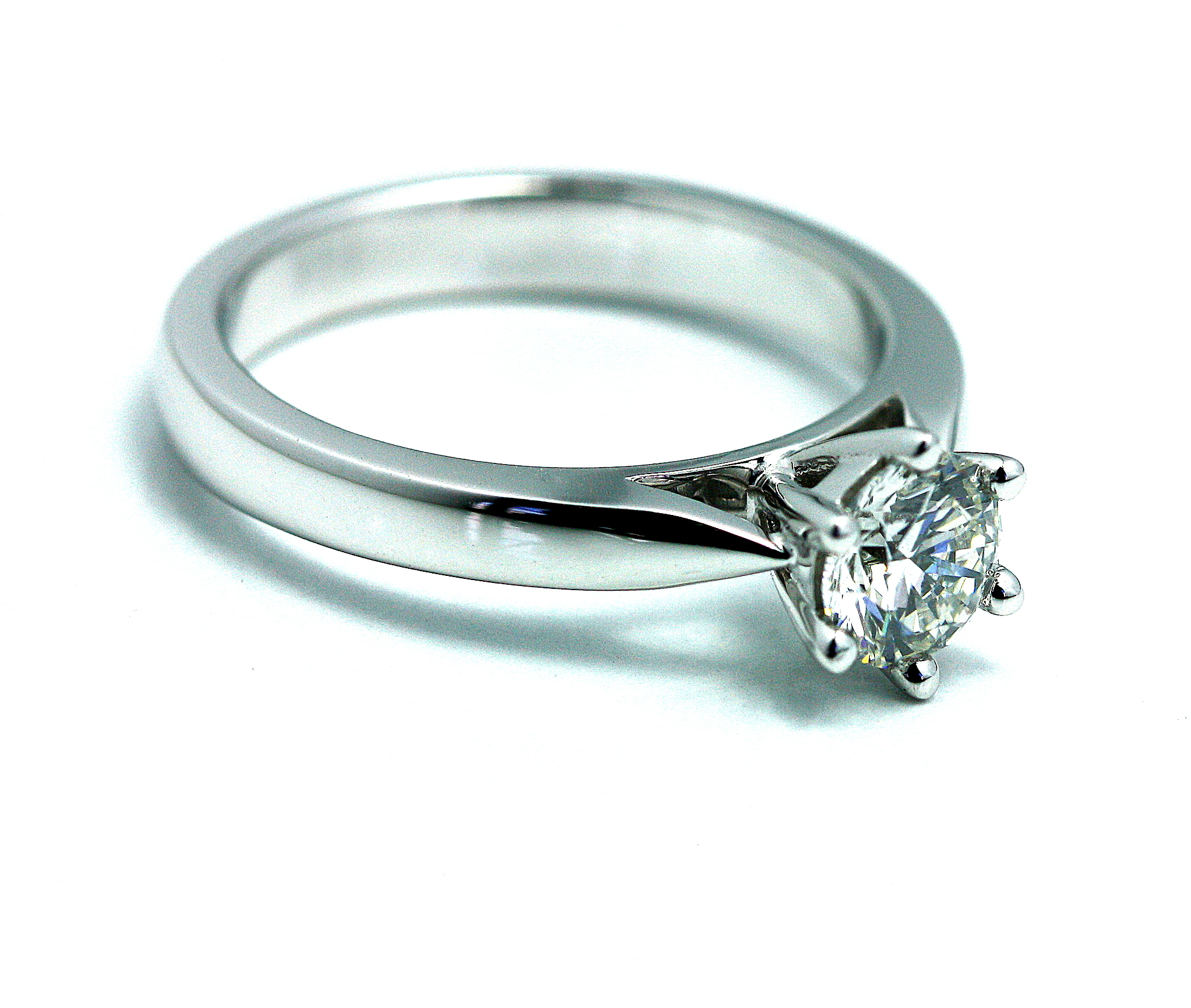 6_claw_solitare_18ct_white_gold_engagment_ring.jpg