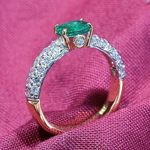 Natural_Emerald_Diamond_Ring.jpg