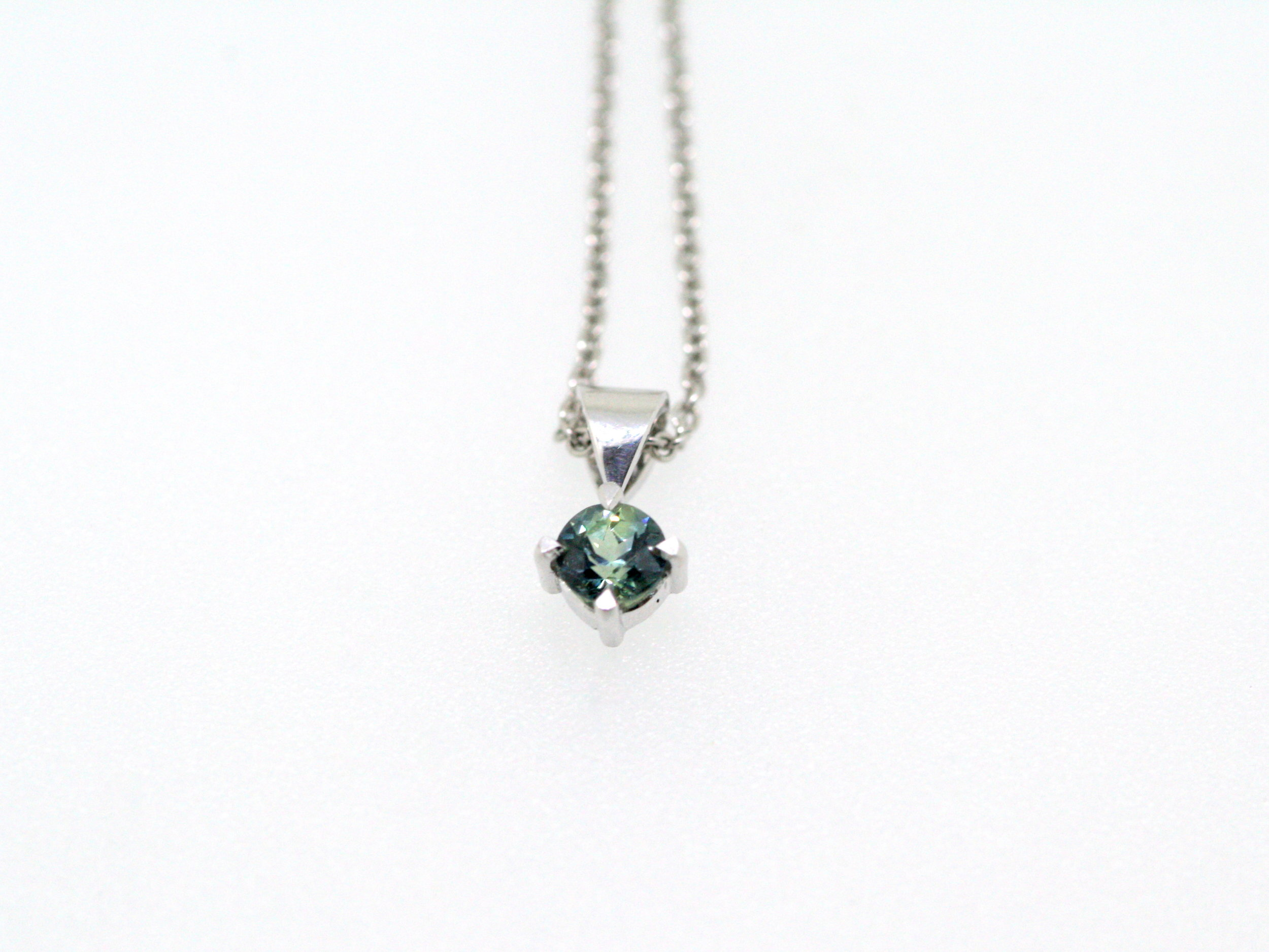 Australian Sapphire and 9ct White Gold Pendant (5).JPG