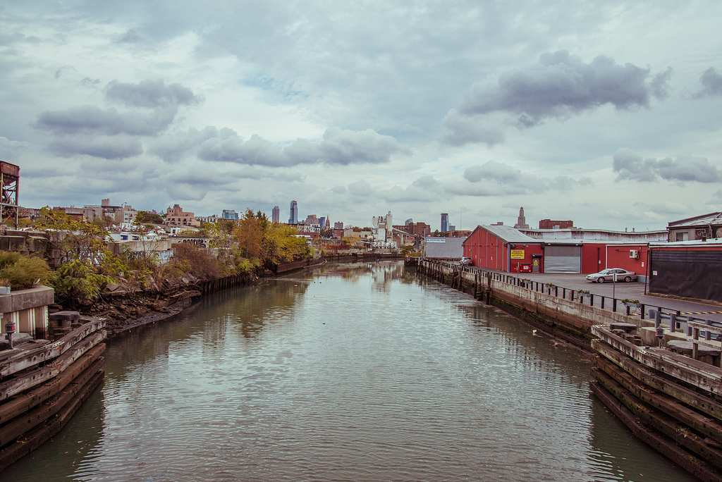 Gowanus Canal, a 1.8-mile-long waterway that connects southwest Brooklyn to the New York Harbor. Gowanus beige inside. Author: D. Robert Wolcheck/Flickr user. CC BY-NC-SA 2.0 URL:   http://www.flickr.com/photos/beigeinside/104690...
