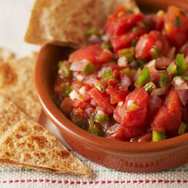Day 9 of our Taste of Spring Recipes! Try our tomato salsa recipe! Find more recipes like this at ▶️cookingmatters.org◀️ #southmemphis #memphis #healthyfood #healthyrecipes #southmemphisfarmersmarket #cookingmatters #cookingmatters #salsa #salsaislife🔥 #salsaislife #salsafood