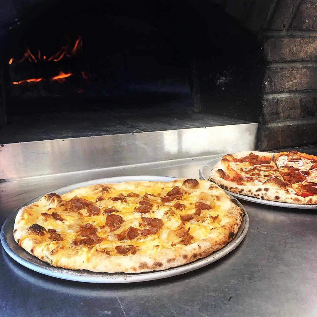 ripe tomatoes pizzas.jpg