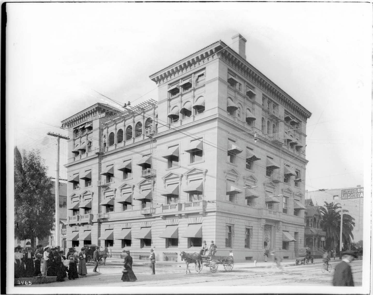 1905 Exterior Street view of the five-story California Club building on Fifth Street and Hill Street, ca. 1905-1907.jpg