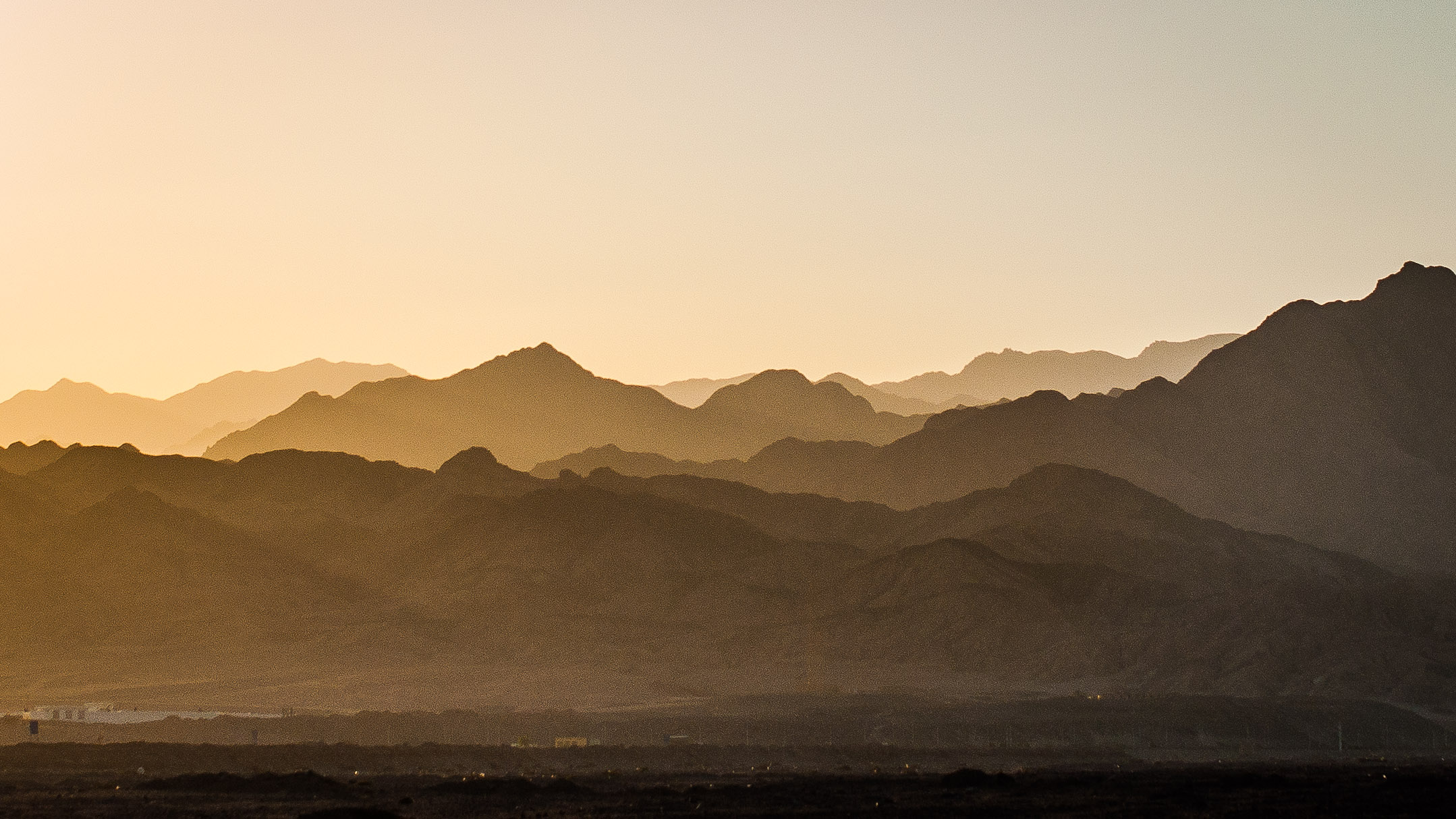 Can backdrops get better than this? (I've been advised by a friend that in Oman, they are in fact better.)